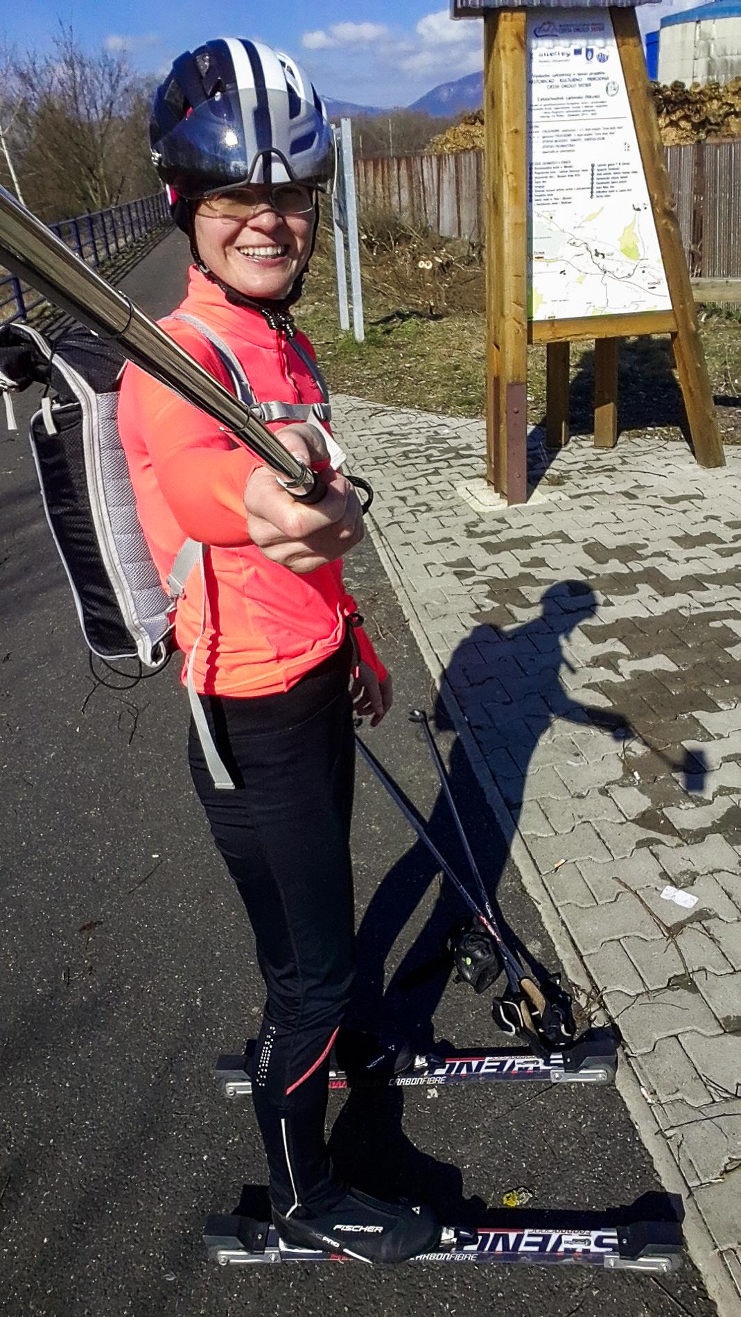 Ppri cykloprístrešku na začiatku cyklochodníka v Liptovskej Ondrašovej