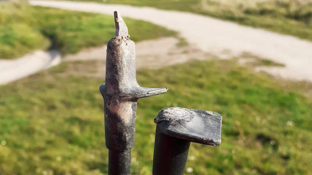 zlomeny hrot v plastovej casti